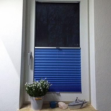 verdunkelungsplissees f r schlafzimmer oder heimkinos. Black Bedroom Furniture Sets. Home Design Ideas